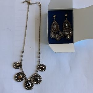 Jewelry - Avon set necklace with earrings.
